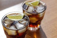 Rum, Kola, Cuba Libre, alcohol, Hoogste mening, ijs, rum, glas, cocktail, verfrissing, kalk, Cuba royalty-vrije stock foto