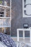 Rum med cyan väggbakgrund royaltyfri foto