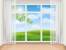 Rum med det stora fönstret och sommarlandskap Arkivfoton