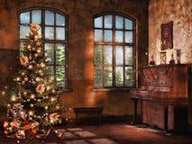 Rum med ett piano och en julgran Arkivbild