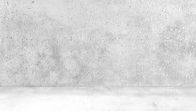 Rum som göras av betongvägg- och betongFloorAbstract den vita inre av tomt rum med betongväggar Fotografering för Bildbyråer
