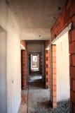 Rum som göras av tegelstenar i korridoren Arkivfoto