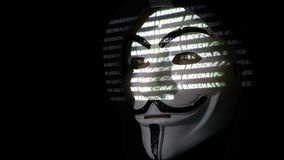 RUMANIA pirata informático enmascarado anónimo de septiembre de 2017 en código del blockchain de la capilla que se agrieta mientr metrajes