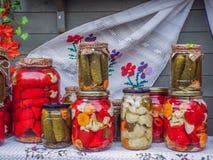 Rumano tradicional clasificado de las salmueras imagen de archivo