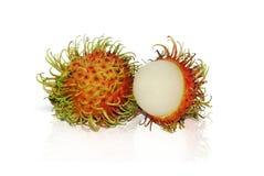 Rumbutan frukter som isoleras på vit bakgrund royaltyfria bilder