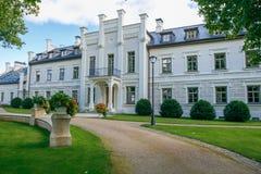 Rumene rezydencja ziemska w Latvia 2017 Obraz Royalty Free