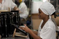 Rumfabrik in Havana, Kuba Lizenzfreie Stockfotos