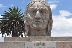 Rumiñawi的纪念碑在Otavalo 库存照片