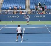 Fachowe gracz w tenisa Anastasia Pavlyuchenkova praktyki dla us open przy Billie Cajgowego królewiątka Krajowym tenisem Ześrodkowy Obraz Stock