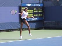 Siedem czasu wielkiego szlema mistrza Venus Williams praktyk dla us open przy Billie Cajgowego królewiątka Krajowym tenisem Ześrod zdjęcia stock