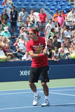 Siedemnaście czasów wielkiego szlema mistrz Roger Federer ćwiczy dla us open przy Billie Cajgowym królewiątkiem Krajowy Tenisowy C Zdjęcie Stock