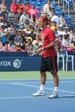 Siedemnaście czasów wielkiego szlema mistrz Roger Federer ćwiczy dla us open przy Billie Cajgowym królewiątkiem Krajowy Tenisowy C obrazy royalty free