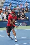 Siedemnaście czasów wielkiego szlema mistrz Roger Federer ćwiczy dla us open przy Billie Cajgowym królewiątkiem Krajowy Tenisowy C fotografia royalty free