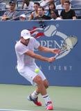 Wielkiego Szlema mistrza Andy Roddick praktyki dla us open przy Billie Cajgowego królewiątka tenisa Krajowym centrum obraz stock