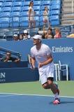 Wielkiego Szlema mistrza Andy Roddick praktyki dla us open przy Billie Cajgowego królewiątka tenisa Krajowym centrum obrazy stock