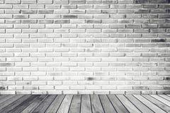 Ruminre med den vita tegelstenväggen och betonggolvet, ingen, fotografering för bildbyråer