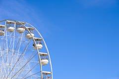 RummelplatzRiesenrad bei Ashton Court, Bristol, Großbritannien im blauen Himmel lizenzfreies stockbild