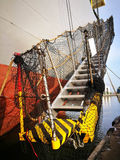 Rumpf eines Fracht-Schiffes mit Leiter lizenzfreie stockfotografie
