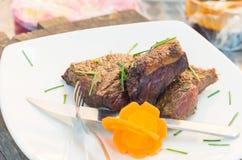 Rumsteak délicieux cuit à la perfection et Photographie stock
