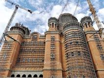 Rumuńscy ludzie ` s salwowania W Budowie katedry obrazy royalty free