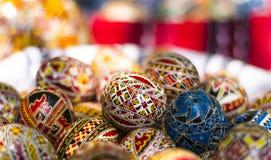 Rumuńscy malujący Wielkanocni jajka zdjęcia royalty free
