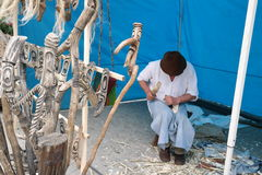 Rumuński rzemieślnik wykonuje ręcznie drewnianej trzciny fotografia royalty free