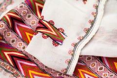 Rumuńska tradycyjna bluzka tekstury i tradycyjni motywy - Obrazy Royalty Free