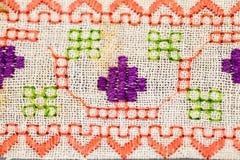 Rumuńska tradycyjna bluzka tekstury i tradycyjni motywy - Zdjęcia Royalty Free