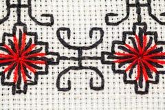 Rumuńska tradycyjna bluzka tekstury i tradycyjni motywy - Zdjęcie Stock