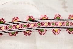 Rumuńska tradycyjna bluzka tekstury i tradycyjni motywy - Obrazy Stock