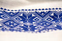 Rumuńska tradycyjna bluzka tekstury i tradycyjni motywy - Fotografia Royalty Free