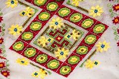 Rumuńska tradycyjna bluzka tekstury i tradycyjni motywy - Fotografia Stock