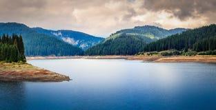 Rumunia Bolboci jezioro od Bucegi gór, Carpathians Zdjęcie Stock