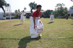 RUN SACKS. Inmates with a sack race to celebrate the independence of the Republic of Indonesia, to 70 years in prison Ambara, Semarang regency, Central Java Royalty Free Stock Photography