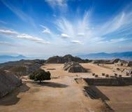 Ruínas antigas no platô Monte Alban em México Fotografia de Stock Royalty Free