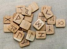 Runas de madera antiguas, vieja magia eslava, futark Foto de archivo libre de regalías