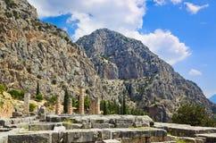 Ruínas do templo de Apollo em Delphi, Greece Imagens de Stock Royalty Free