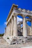 Ruínas do templo no console Aegina, Greece Fotografia de Stock