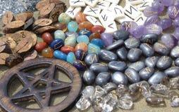 Runas y pentagram 2 fotografía de archivo libre de regalías