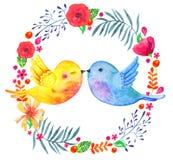 Rund blom- ram med att kyssa fågelpar Skissar den utdragna illustrationen för vattenfärghanden med dekorativt växter och blommor stock illustrationer