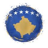 Rund grungeflagga av Kosovo med färgstänk i flaggafärg stock illustrationer