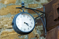 Rund klocka för gammal metall Arkivbilder