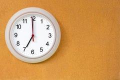 Rund klocka på 7 o& x27; klocka Royaltyfria Foton