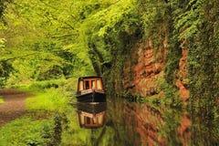 rund kommande narrowboat för böjning Royaltyfria Foton