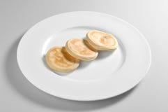 Rund maträtt med tigellabröd arkivbild