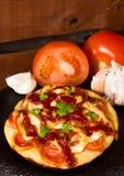 Rund pizza arkivfoton