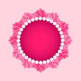Rund ram för lotusblomma med det pärlemorfärg halsbandet Royaltyfria Bilder