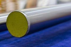 Rund rostfritt stålstång arkivbilder