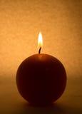 Rund stearinljus på en vit bakgrund royaltyfria foton
