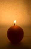 Rund stearinljus på en vit bakgrund royaltyfri foto